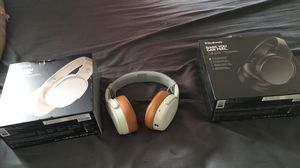 2 headphones and 2 of thin Skullcandy for Sale in Chesterfield, VA