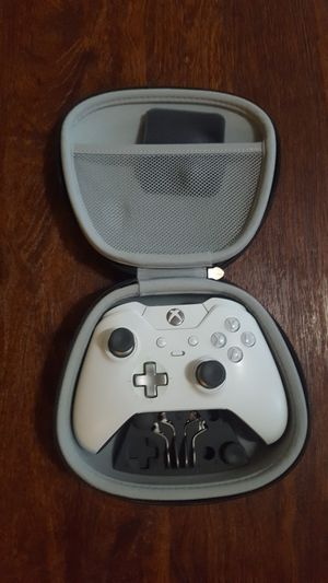 X box controller with case for Sale in Rowlett, TX