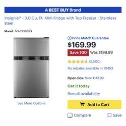 Insignia 3.0cu Mini Fridge With Freezer for Sale in The Bronx,  NY