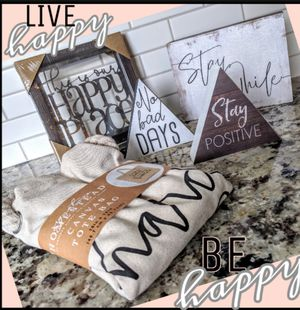 SIGNATURE HOMESTEAD Decor 'Live happy Be happy' for Sale in Sanford, FL