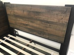 Weathered Oak/Rustic Coffee Queen Platform Bed NO BOX SPRING REQUIRED for Sale in Fountain Valley, CA