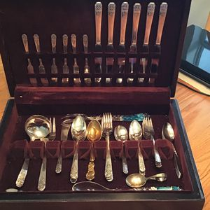Oneida Limited Silver Set In Beautiful Wood Case for Sale in Fort Meade, FL