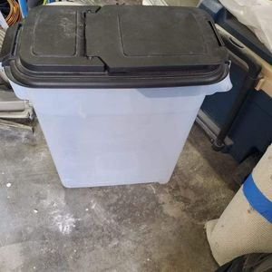 Dog Food Storage Bin For 50lbs Bag for Sale in Puyallup, WA