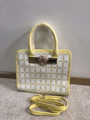 A new women Versace bag for Sale in Zion, IL