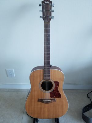 Taylor Acoustic Guitar Model 210 e for Sale in Hallandale Beach, FL