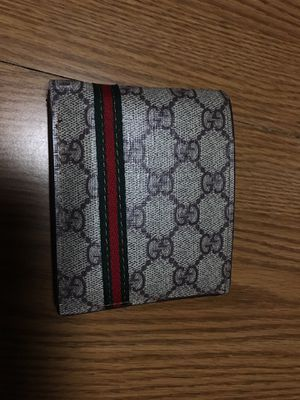 Gucci wallet for Sale in Sheffield, OH
