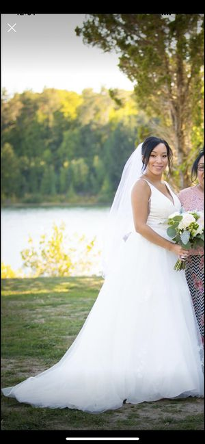 V-Neck Ball Gown Wedding Dress with Veil for Sale in Worcester, MA
