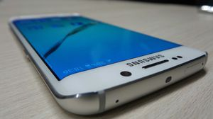 Samsung Galaxy S6 edge , UNLOCKED . Excellent Condition ( as like New) for Sale in Springfield, VA