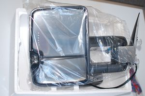 2003-2007 Chevy Tow Mirrors w/Power Adjust, Turn Signal, and Heating for Sale in San Fernando, CA