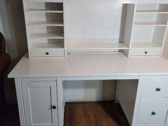 Ikea Desk En Exelentes Condiciones for Sale in Gardena,  CA