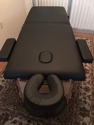BRAND NEW NEVER USED BEST MASSAGE PORTABLE PROFESSIONAL MASSAGE TATTOO ARTISTS TABLE for Sale in New Port Richey, FL