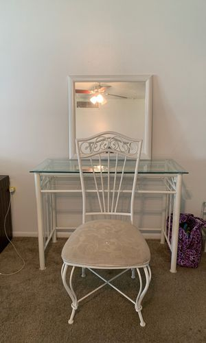 Makeup Vanity for Sale in Lockhart, FL