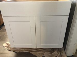 White kitchen cabinet 36x 24 for Sale in Glendale, AZ