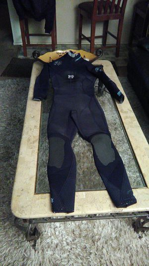 Ladies Body Glove full suit in brand new condition size 5/6 for Sale in Orange, CA