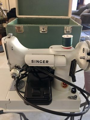 Singer 221 Featherweight Sewing Machine EXCELLENT!! for Sale in Montgomery, AL