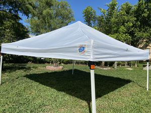 Ez up tent with side curtains for Sale in Tamarac, FL