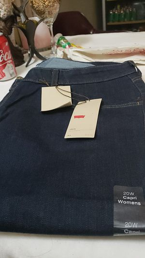 capre levis 20 w for women new for Sale in Victorville, CA