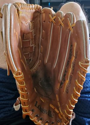 LOUISVILLE SLUGGER BASEBALL LPS8 13.5 GLOVE for Sale in Phoenix, AZ