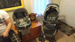 Graco travel system stroller and car seat for Sale in St. Louis, MO
