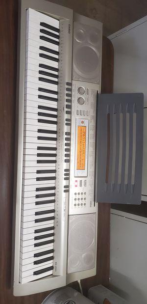Excellent condition Casio WK-200 electric keyboard for Sale in Morton Grove, IL