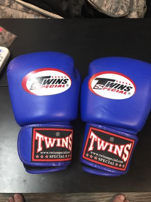 Boxing gloves. 10 oz. never used for Sale in New York, NY