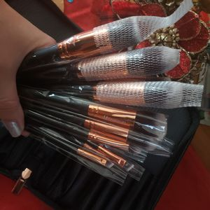 11 pcs professional makeup brushes set from LA Makeup for Sale in Los Angeles, CA
