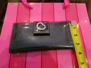 Black wallet with sparkling rhinestone heart on clasp for Sale in Pembroke Pines, FL