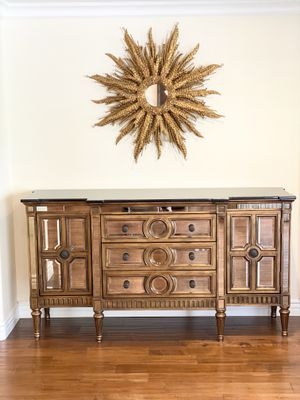 🐘Mirrored Gold TrM FRONTGATE Stunning BuffeT CabiNet SIDEboard COnsole for Sale in Glendale, CA