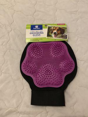 Top Paw 3-in-1 Wet-Dry Pet Grooming Glove, black/purple for Sale in Philadelphia, PA