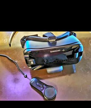 Samsung gear VR headset With controller for Sale in Slidell, LA