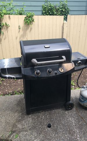 FREE BBQ grill with gas tanks for Sale in Lake Forest Park, WA