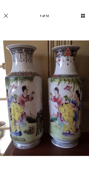 BEAUTIFUL ORIGINAL ANTIQUE PAIR OF CHINESE FAMILLE ROSE POLYCHROME ENAMEL PORCELAIN VASES WITH THE QIANLONG MARK CIRCA 1915. for Sale for sale  Evanston, IL