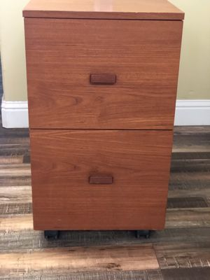 TWO DRAWER FILE CABINET ON WHEELS for Sale in Clovis, CA