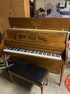 Kimball console upright piano for Sale in Madera, CA