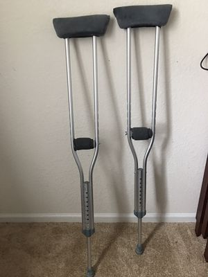 Crutches with comfort grip and under arm for Sale in Raleigh, NC