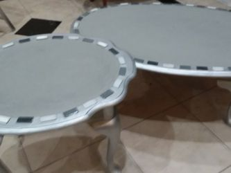 Shanby Chic Coffee Table And Matching End Table. for Sale in North Royalton,  OH