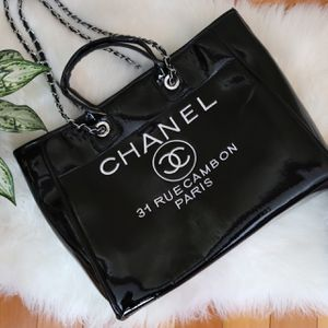 Woman's Chanel Bag for Sale in Shaker Heights, OH