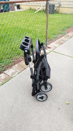 Graco car seat carrier for Sale in Dearborn, MI