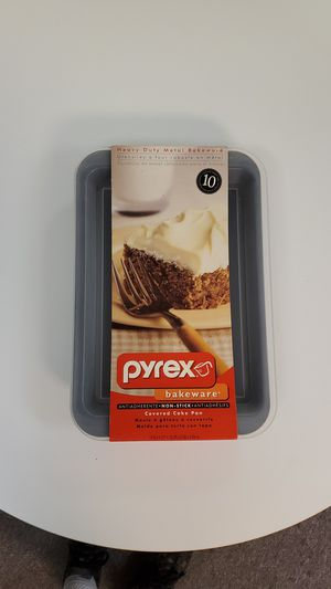 PYREX ( metal nonstick baking pan/ plastic cover for Sale in Wood Dale, IL