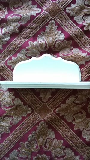 Little white shelf 16 in wide and 13 inches long for Sale in Amarillo, TX
