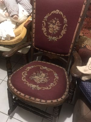 Antique rocking chair for Sale in Woodbridge Township, NJ