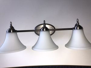 "Wall mounted 26"" three light vanity fixture for Sale in Hollywood, FL"