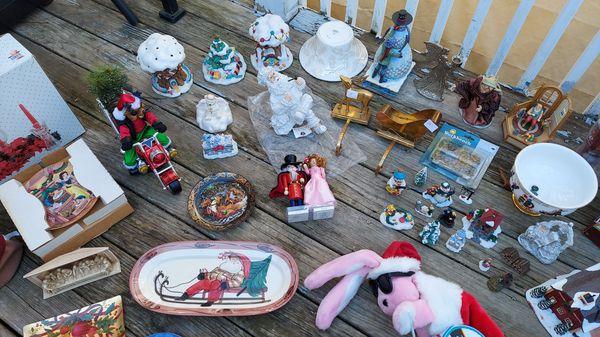 Christmas decorations houses villages figurine