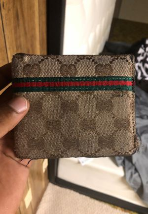 Gucci wallet for Sale in Snellville, GA
