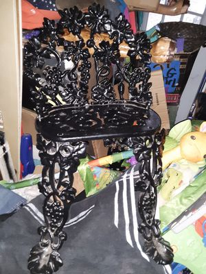 Victorian grape and leaf pattern cast iron chair great condition for Sale in Valley Grande, AL