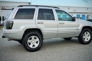 Runs-Great 2004 Jeep Grand Cherokee runs and drives excellent with no issues at all!! for Sale in Washington, DC