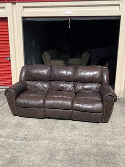 Big Brown Leather Recliner Couch 250$ Free Delivery 🚚 for Sale in Oviedo,  FL