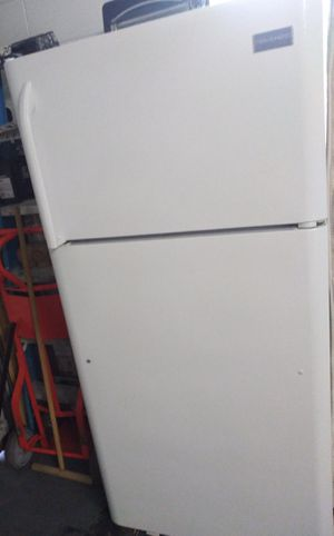 Freezer. You can turn on but does not cold. For parts. Enciende pero no enfría. for Sale in Orlando, FL