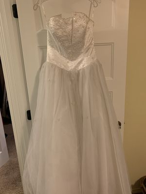 Beautiful white wedding/prom dress 👗 Size 8 $100 for Sale in Roy, WA