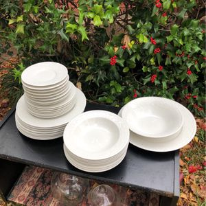 Beautiful Stoneware Dish Set for Sale in Fort Worth, TX